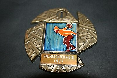 BAD008 Medaille Eisstockschiessen Forchtenstein 1977