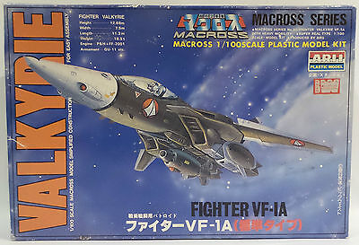 Macross : Fighter Vf-1A 1/100 Scale Boxed Plastic Model Kit Made By Arii (Mlfp)