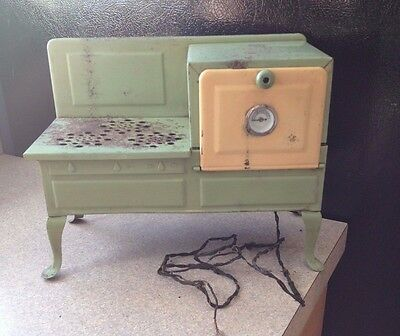 Antique !930's - 1940s Mid Century Empire Childs  Electric  Stove  & Cupcake Tin