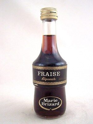 Miniature circa 1979 MARIE BRIZARD FRAISE Isle of Wine