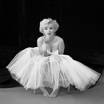 Marilyn Monroe In A Dress Black White WALL ART CANVAS FRAMED OR POSTER PRINT