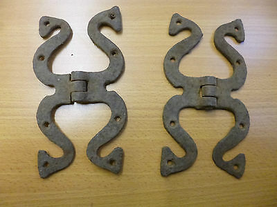 "Pair of early Georgian Iron Serpentine-shaped  6 1/2"" H-hinges"