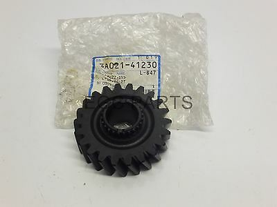"""Kubota """"M5700DT-CAB ME5700DTHC"""" Tractor 4WD Prop Shaft Gear (22T) - *3A02141230*"""