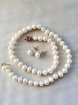 Beautiful Genuine white Pearl Necklace and Earring set 14ct gold