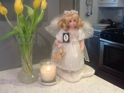 """Lovely Geppeddo Collector """"Amberr Angel"""" Doll"""
