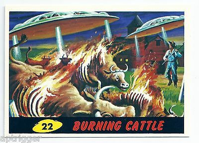 1994 Topps MARS ATTACKS Base Card # 22 Burning Cattle