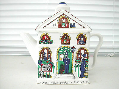 * Theiere De Collection Teapot Wade Porcelaine Anglaise Police Station
