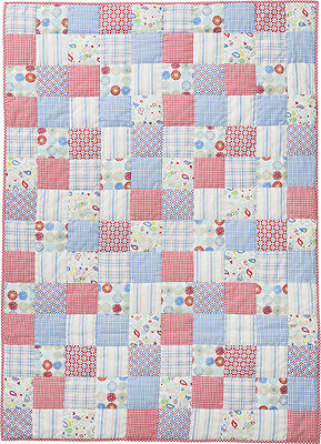 Room Seven Quilt Patchwork Boys blue red white Tagesdecke Decke 110 x 150  Neu