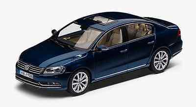 Genuine Vw Passat B7 Saloon Night Blue Metallic 1:43 Scale Diecast Model Car