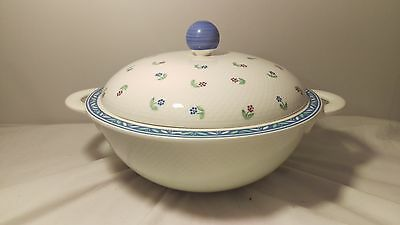 "Villeroy & Boch Adeline 11"" Round Covered Vegetable Bowl in Excellent Condition"