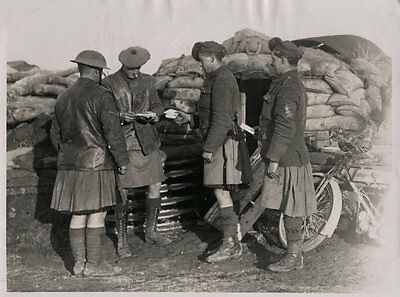 World War One Ww1 Original Photo - Letters Arrive Early Morning Scottish Troops