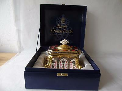 Boxed Royal Crown Derby Old Imari 1128 QEII Diamond Jubilee Casket & Cover 9""