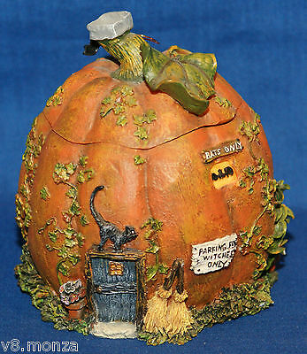 2002 Boyds Collection ☆ Griselda's Jack-O-Shack ☆ Route 33 1/3 # 19905 With Box