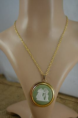 VINTAGE 1970s WEDGWOOD large green jasperware pendant necklace on G.F. chain