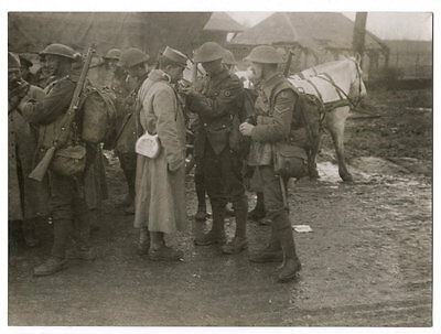 World War One Ww1 Original Photo - British And French Soldiers Fraternising