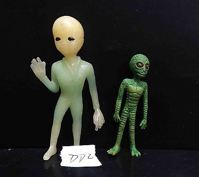 lot of 2 SHADOWBOX MYTHS & LEGENDS ALIEN COLLECTION figure ALIENS-RAR-VINTAGE