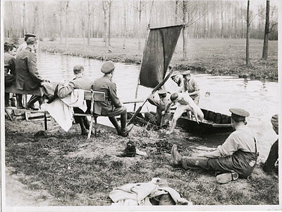 "Ww1 Original Photo - "" Tommies "" Sport By The River"