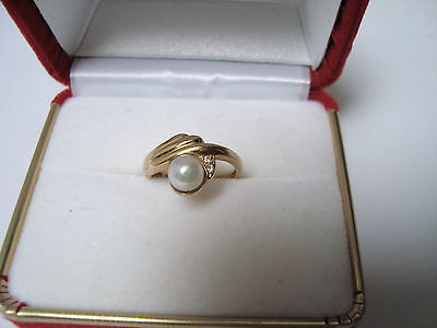 VINTAGE 18K (750)YELLOW GOLD with 2 DIAMONDS & 6mm  CULTURED PEARL RING - SIZE 4