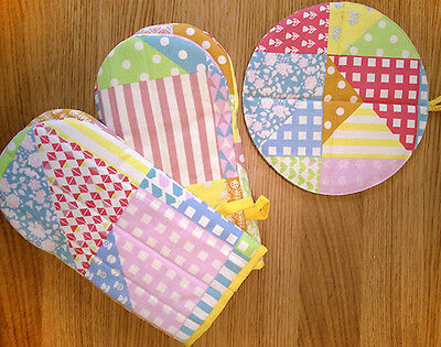 PAIR Kitchen Bright Colorful Patch Print Oven Gloves & 1 Matching Oven Mit Set