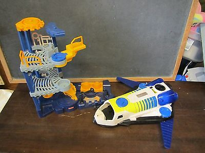 FISHER-PRICE IMAGINEXT Space Shuttle Astronaut Take Off Elevator Fuel Toy Rocket