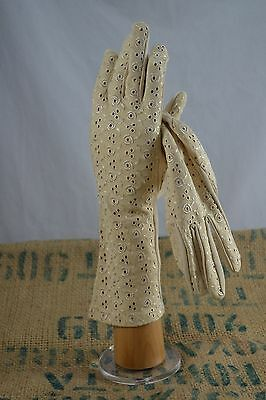 VINTAGE floral embroidered cream nylon gloves 1960s size 7