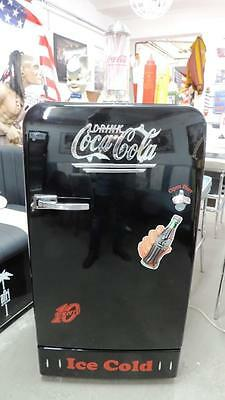 coca cola classic bosch kdl retrolook coke k hlschrank automat sehr hochwertig eur. Black Bedroom Furniture Sets. Home Design Ideas