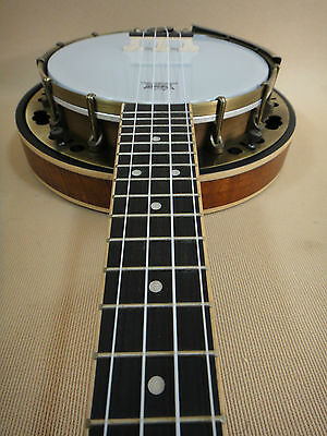 Banjo Ukulele with Flame Maple Resonator Caraya SBJUK-118 + Soft Case