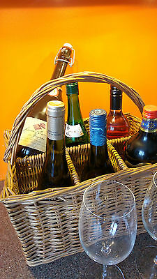 Vintage Wicker Wine Bottle Carrier, Very Good Condition, Bottles Not Included.