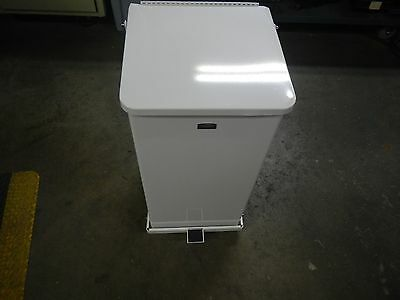 "Rubbermaid White Steel Trash Can 24 Gallon Capacity 30"" x 15"" x 15"" #FGST24ERBWH"