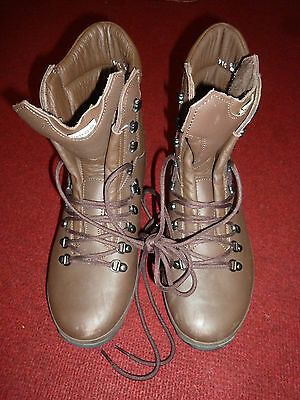 Altberg Defender Brown Leather Boots Size: 8W  British Army Issue