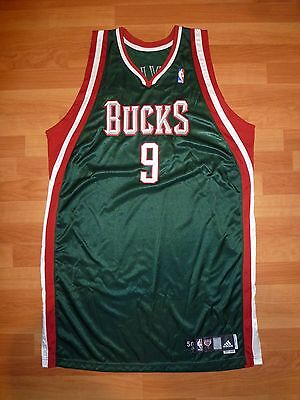 #9 Yi Jianlian 2007-08 Milwaukee Bucks Green Game-Issued Signed Jersey 50+4""