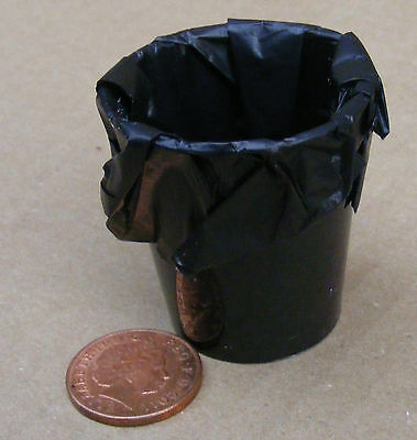 1:12 Scale Plastic Waste Bin With Liner Dolls House Miniature Accessory