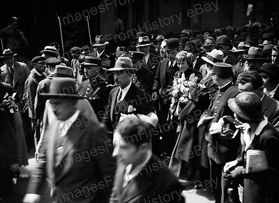 8x10 Print Amelia Earhart Surrounded by Crowds London 1932 #EA124