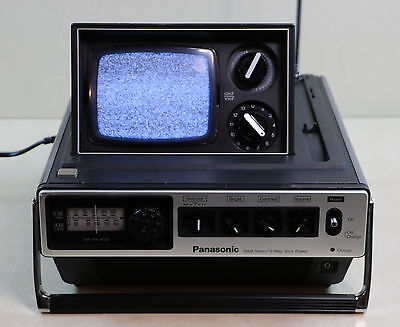 Vintage 1978 Panasonic Solid State B&W Pop Up TV TR-535 AM FM Radio Bladerunner