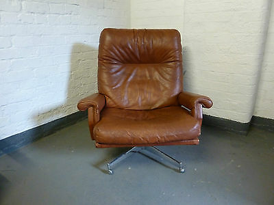 Large Brown Leather Revolving Lounge Arm Chair by Howard Keith c1960 (20C614)