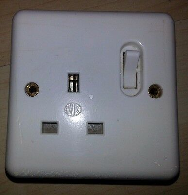 Vintage Bakelite MK 13 amp Electric Plug Socket Vintage White 1 Way Gang