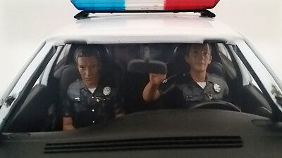 Seated Police Officers 2 - 1/24 scale figure/figurines-NEW f/ American Diorama