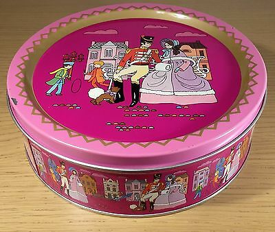 Vintage 1970's Quality Street Tin Rowntree Mackintosh 'Soldier and Lady' - rare