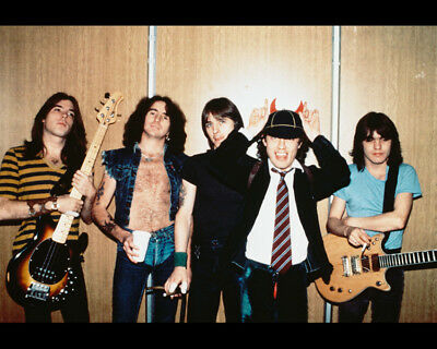 Ac/Dc Color Group Pose 8x10 Photo (20x25 cm approx)