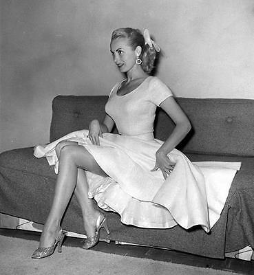 JANET LEIGH SHOWS OFF HER LEGS IN SHORT DRESS  CANDID 8X10 PHOTO x2