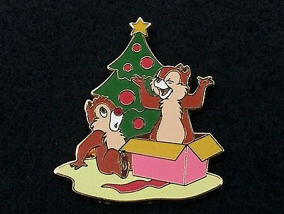 Disney Paris Trading Pin - Chip & Dale Holiday Christmas Tree & Present - 35212