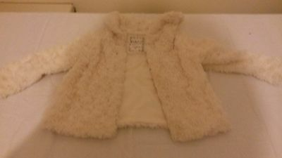 Girls occassions coat in cream age 3-4 by ladybird.  Super soft.