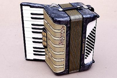 Very Nice Accordion Hohner Student VM  48 bass including case