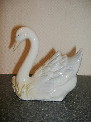 A lovely porcelain elegant swimming swan. By porceval  Valencia