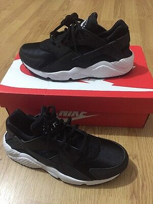 NIKE AIR Black/ White Huarache Runner Shoes Size 5.5 UK Trainers Low Tops Nylon