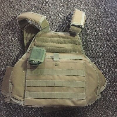 Plate carrier, body armour, chest rig