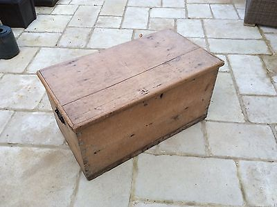 LOVELY PITCH PINE 19th CENTURY BLANKET BOX In Original Condition