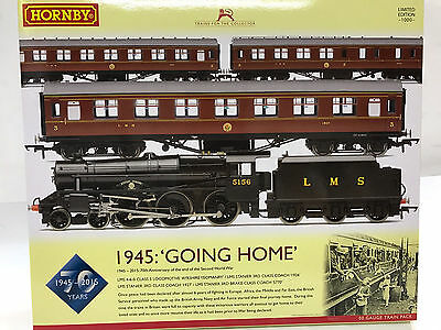 Hornby R3299, Going Home - 1945-2015: 70th Anniversary of the end of WWII Train