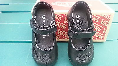 Toddler girl black shoes- Excellent condition  Size 6