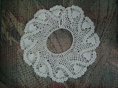 VINTAGE HANDCRAFTED BEAUTIFUL CROCHETED COLLAR (Char-Chez's Closet)